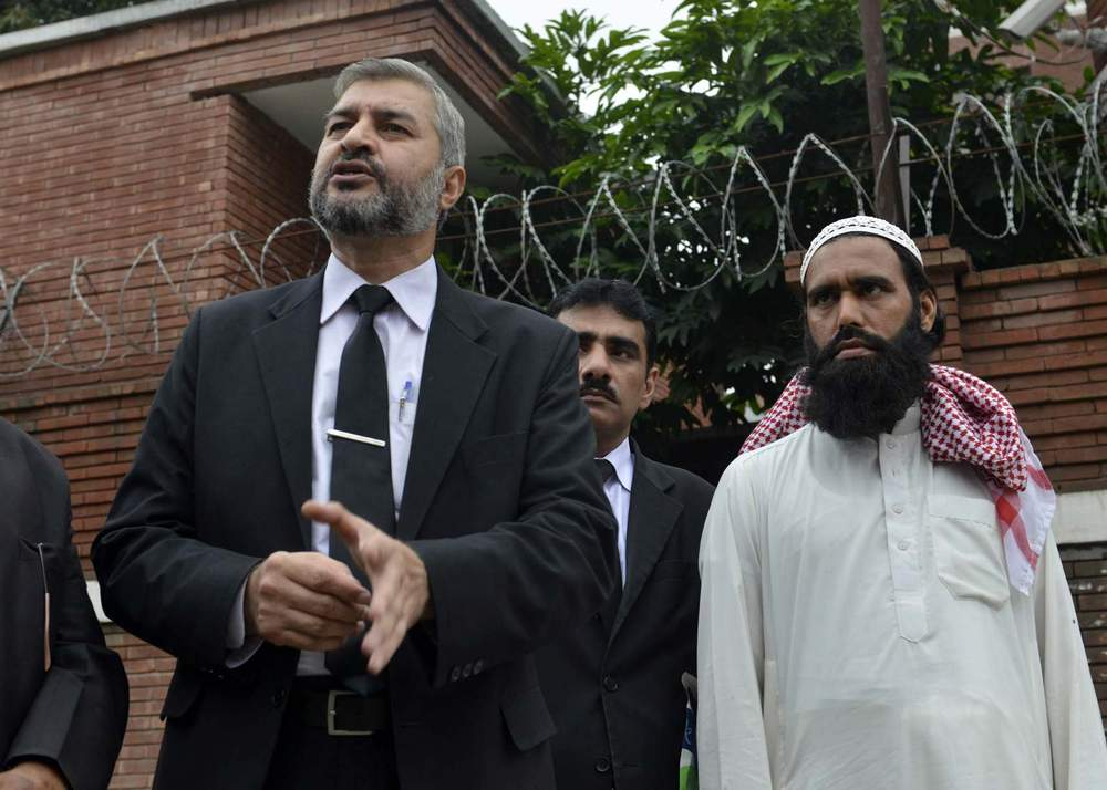 Chaudhry (L) representing a petitioner (R) against Asia Bibi at Lahore's Supreme Court, 2015