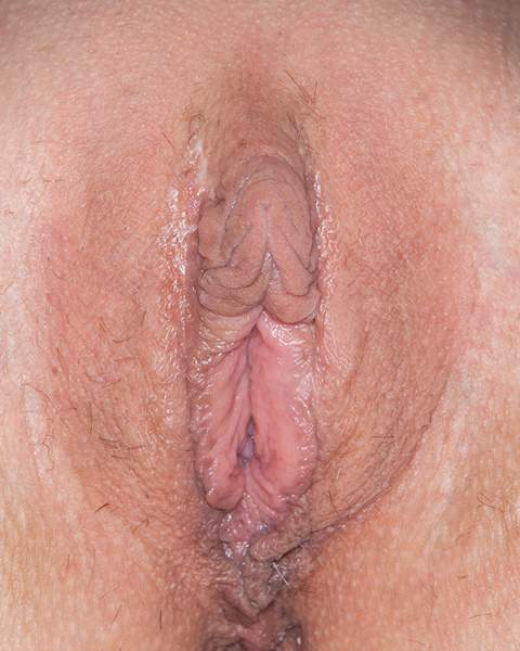 Amateur bottomless porn pic