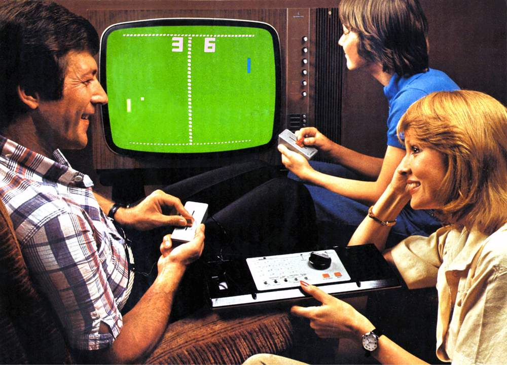 Family playing Pong, 1977(Alamy)