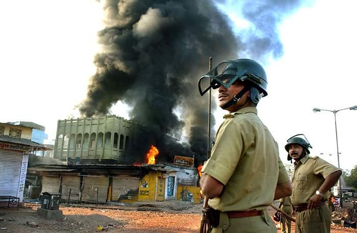 2002లో గుజరాత్లో జరిగిన ఘర్షణల్లో 1000 మందికిపైగా మరణించారు.