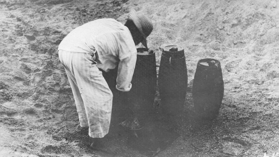Em seus diários, os ingleses mostraram compaixão pelas pessoas que viam cavando buracos no leito seco do rio em busca de água. Foto: Carnegie Institution for Science