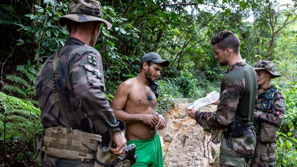 Operação da Legião Estrangeira contra o garimpo ilegal na Guiana Francesa