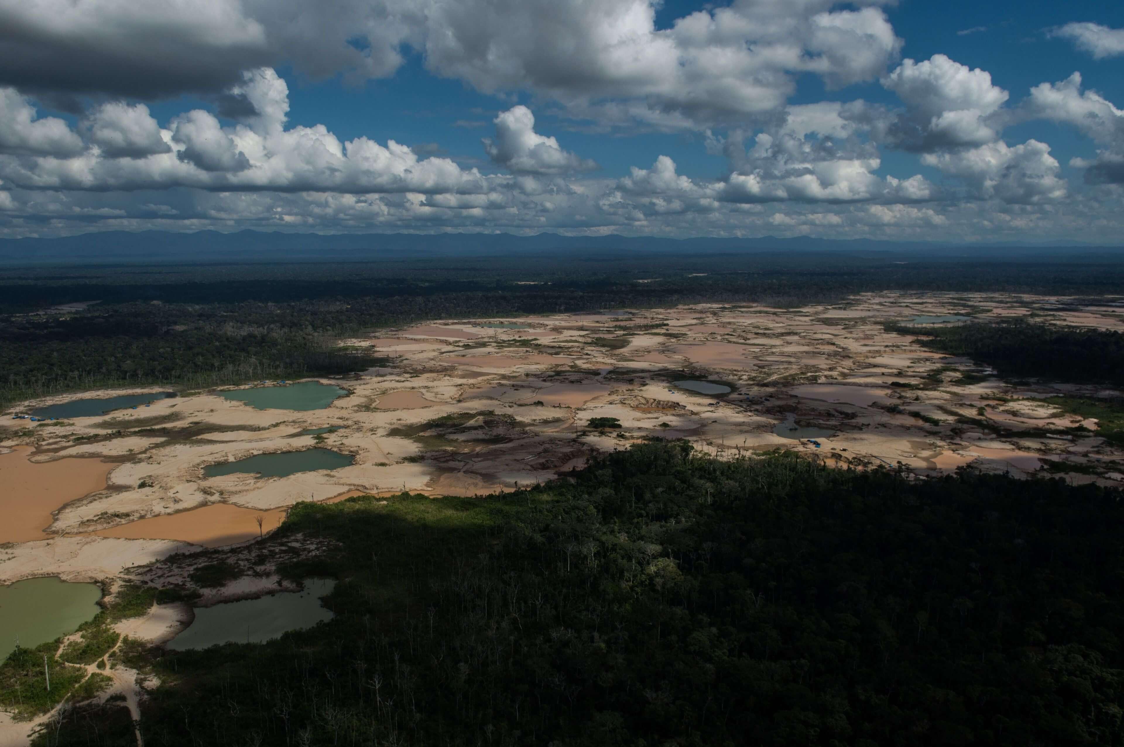 Vista aerea del enclave minero de La Pampa, en Peru