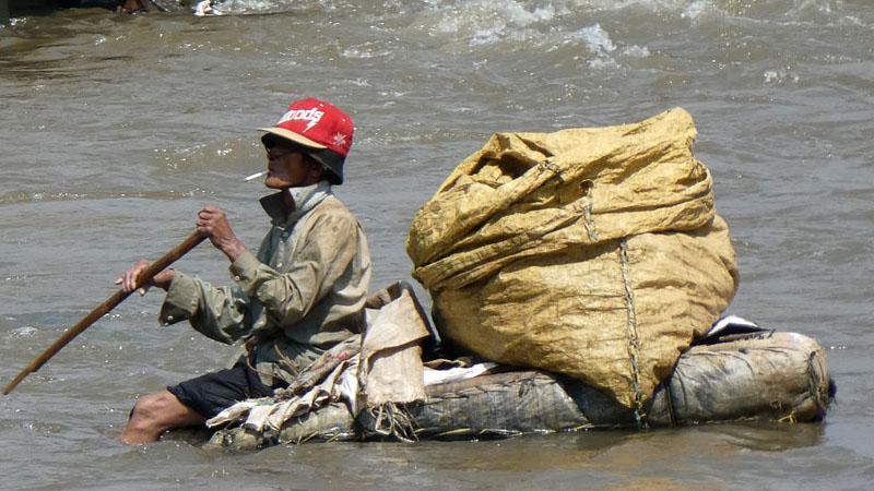Air permukaan Jakarta dinilai masih belum bersih.