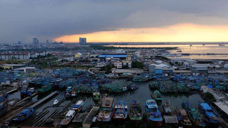 Di Jakarta Utara penurunan permukaan tanah mencapai 25cm per tahun atau 2,5m dalam 10 tahun.