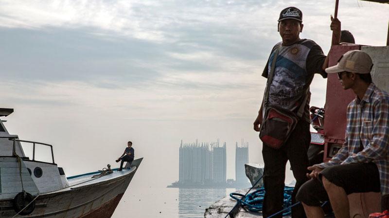 Berbagai apartemen baru terus bermunculan di pantai utara Jakarta.