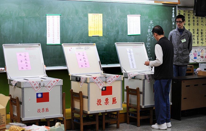 當天早上8點起選民可以開始投票。投票結果通常會在當天夜間揭曉。
