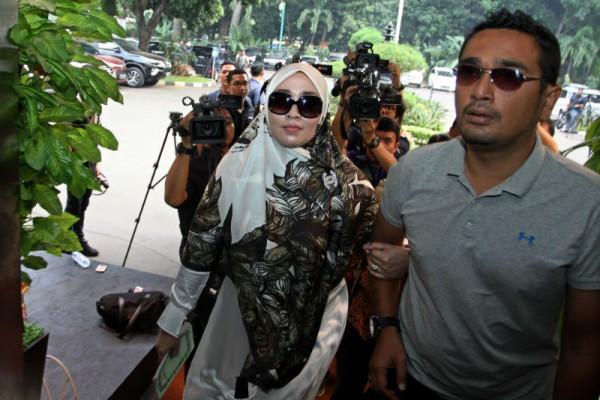 Firza Husein tiba di Mabes Polri untuk pemeriksaan.