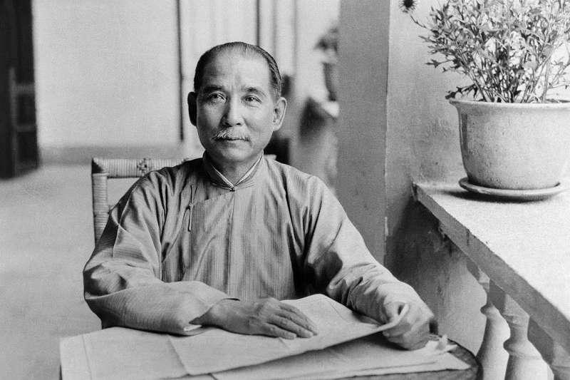 孫中山(1866 - 1925),中國政治家、醫生和哲學家,曾擔任臨時中華民國第一任總統;也是國民黨第一任領導人。