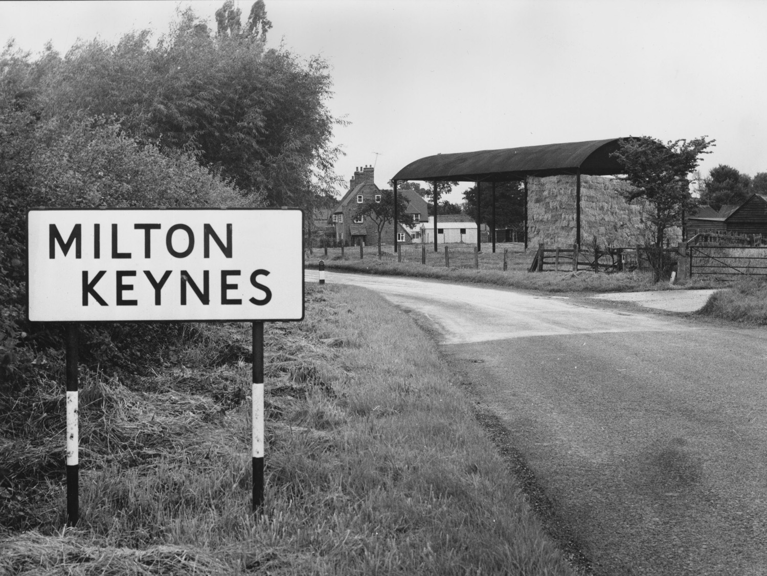 The sign to Milton Keynes