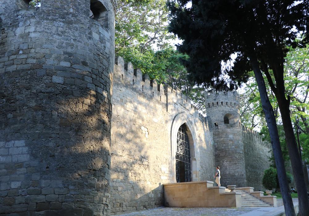Sabir bağından İçərişəhərə giriş tağı