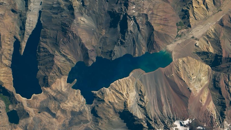Mapa satelital de la Nasa del embalse El Yeso en el centro de Chile en 2016