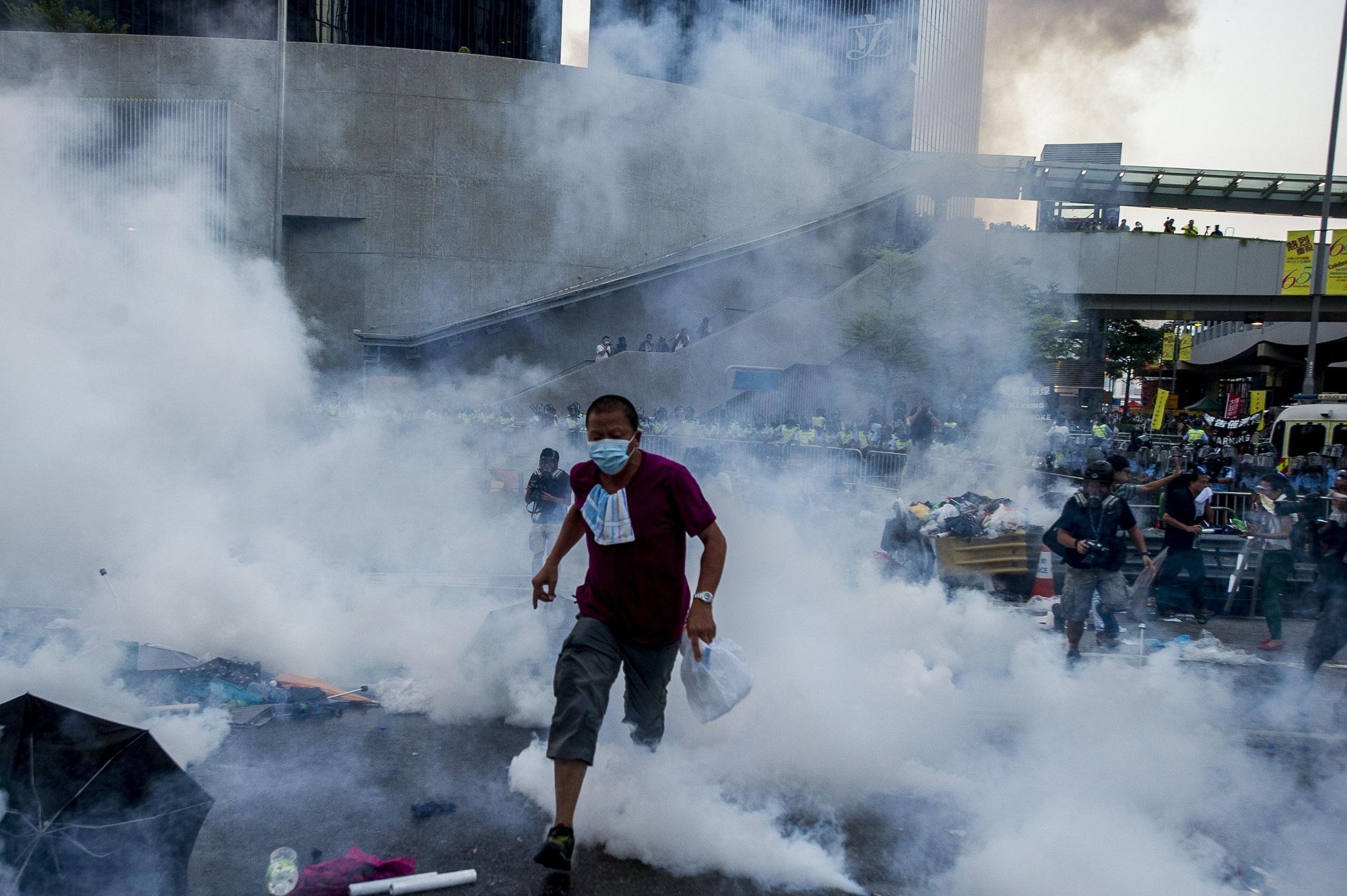 """香港占中五周年:从雨伞运动的""""和理非""""到""""反送中""""的""""勇武"""" - BBC News 中文"""
