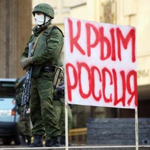"""У лютому-березні 2014 року біля ключових адмінбудівель в Криму з'явилися """"зелені чоловічки"""" - військові без розпізнавальних знаків"""