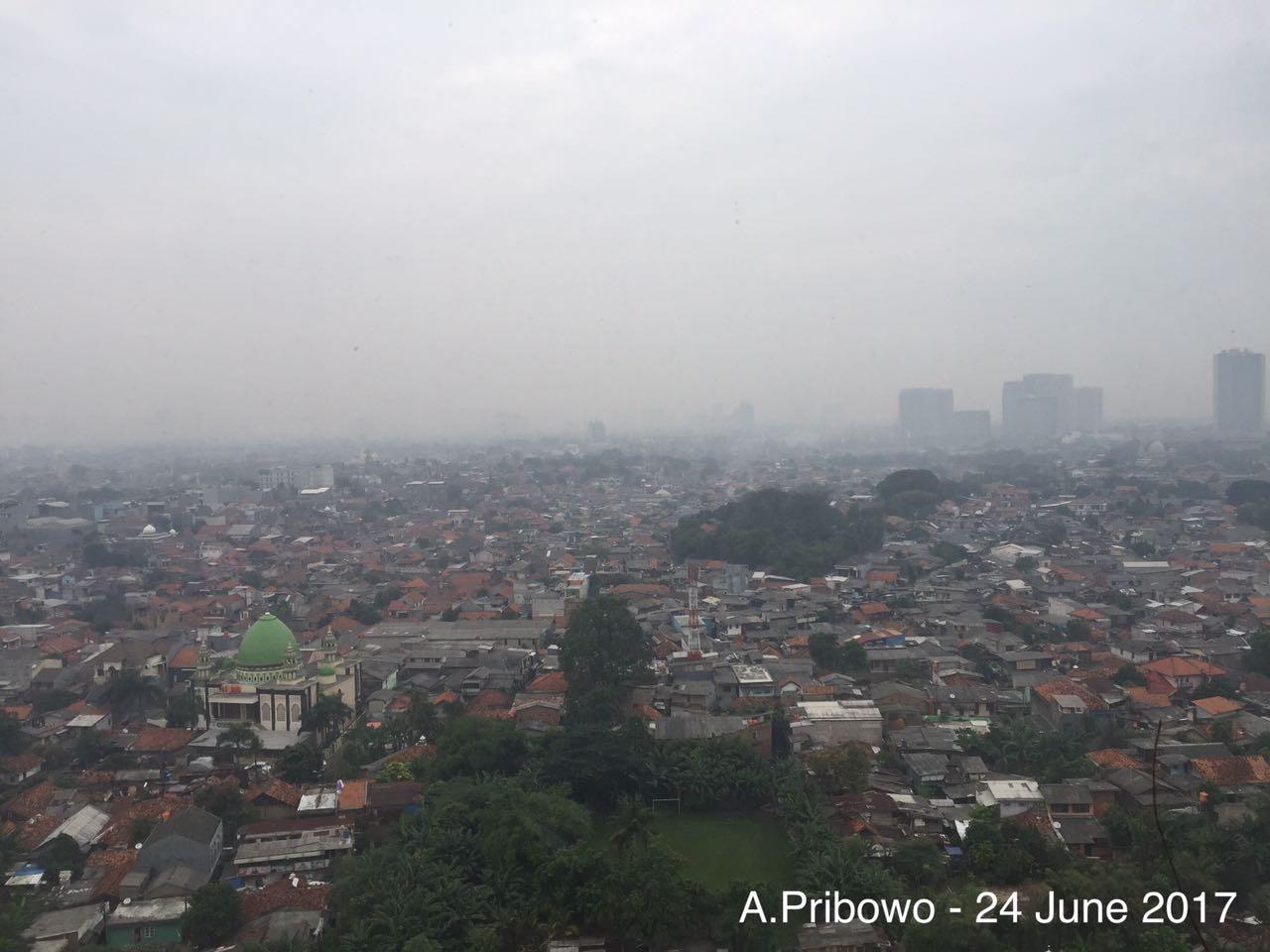 Perbandingan langit Jakarta.