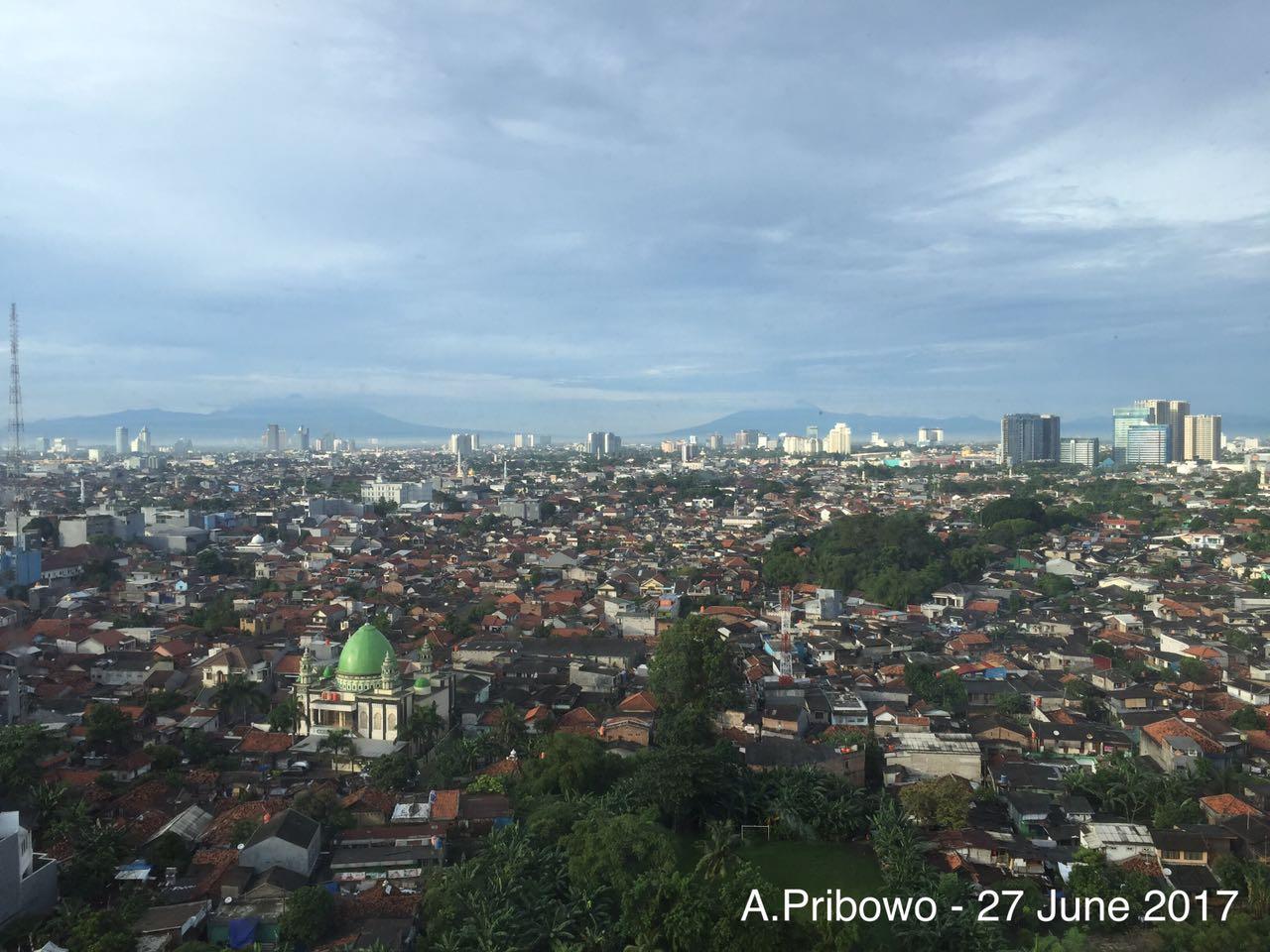 Perbandingan langit Jakarta