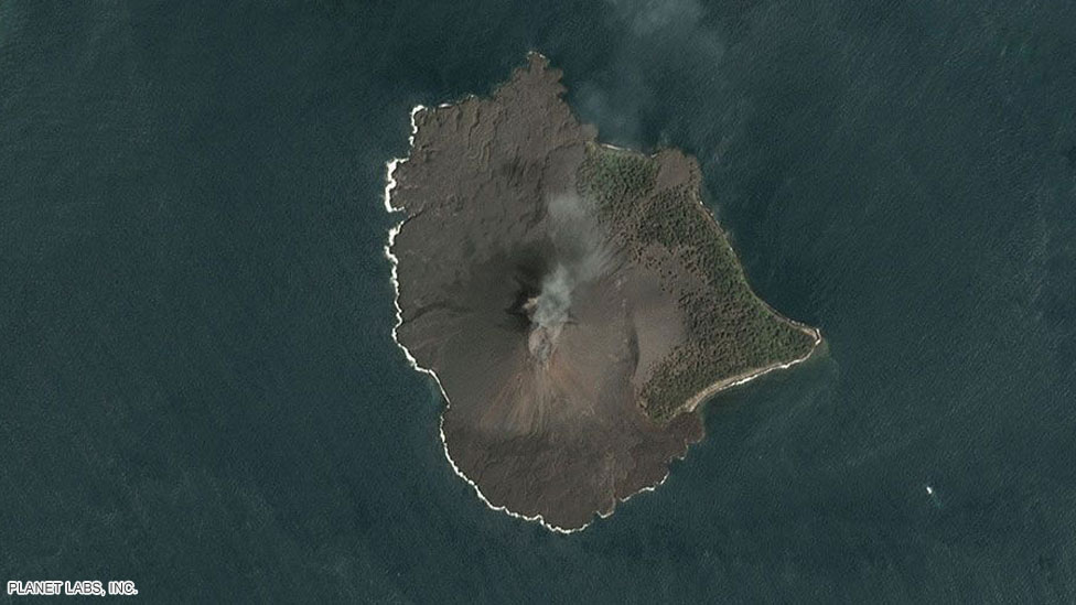 Before the collapse: A medium resolution Dove satellite observes the volcano on 17 December