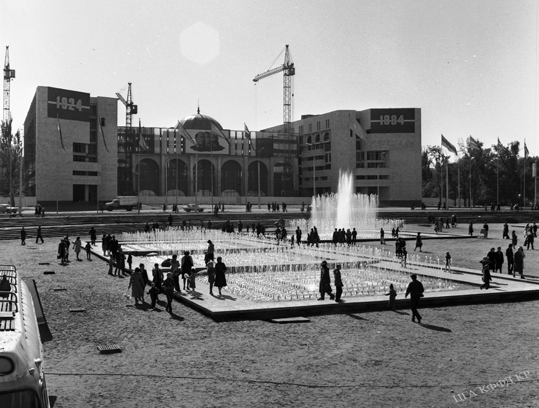 Ала-Тоо аянтынын жалпы көрүнүшү, Фрунзе шаары