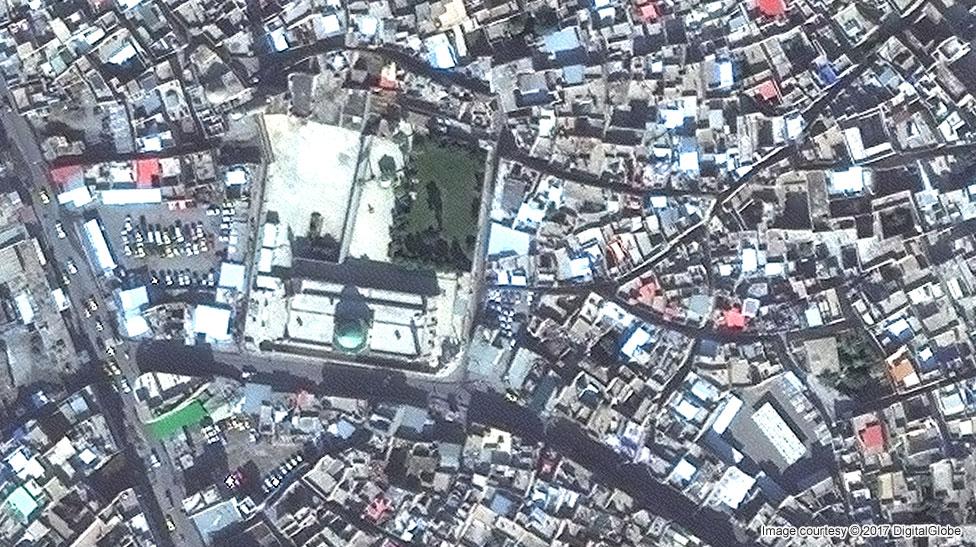 Mosul's Great Mosque of al-Nuri in November 2015